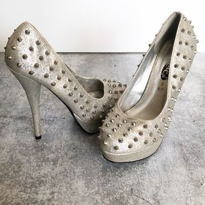 🍍Silver Studded Heels🍍